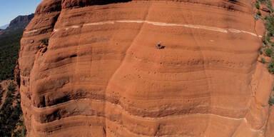Dieser Mountainbiker kennt keine Angst