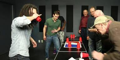Trinkspiel: Studenten gegen Senioren