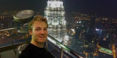 Nico Rosberg läuft Hochhaus hoch