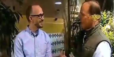 Motte legt Reporter Ei ins Ohr