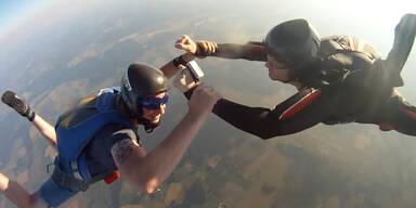 GoPro stürzt aus Flugzeug