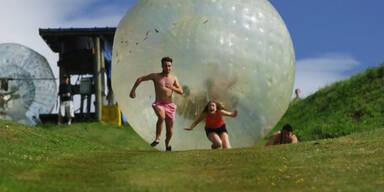 Spaß mit dem Zorbing-Ball
