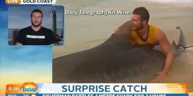 Teenie kämpft mit Tigerhai