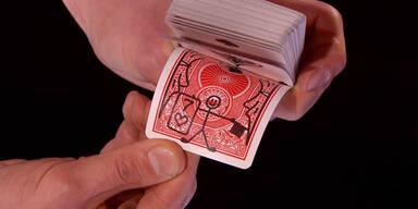 Zauberer zeigt Wahninns-Trick