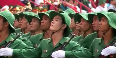 Militärparade erinnert an Kriegsende