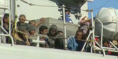 Tausende Flüchtlinge erreichen Italien