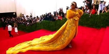 Rihannas Kleid zog alle Blicke auf sich