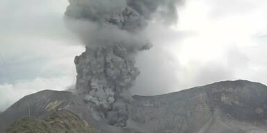 Aschesäule über Vulkan Turrialba