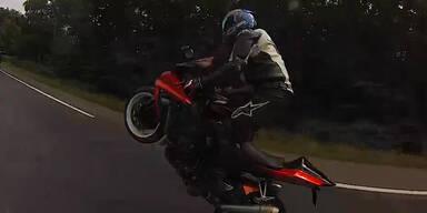 Biker macht top Wheelies