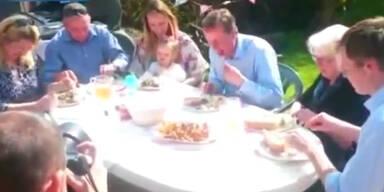 David Cameron isst Hot Dog