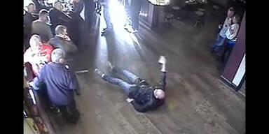 Betrunkener stürzt ins Leere