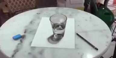 Künstler zeichnet fantastisches Glas