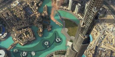 Basejump vom höchsten Gebäude der Welt