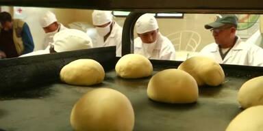 Wegen Bäckerstreik backen Soldaten Brot