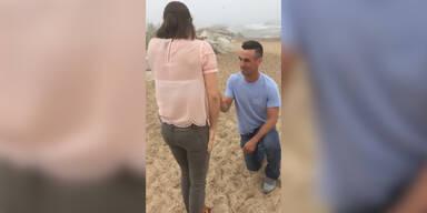 Schwiegermutter stürzt bei Heiratsantrag