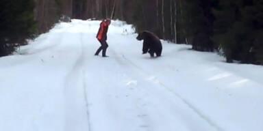 Mann wehrt Bär-Attacke ab