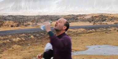 Trinkversuch bei starkem Wind