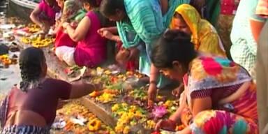 Hindus feiern das Ganges-Fest