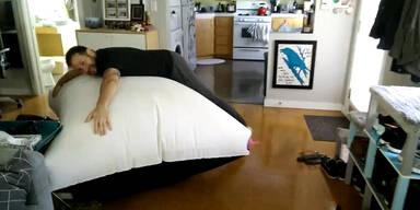 Das größte Furzkissen der Welt