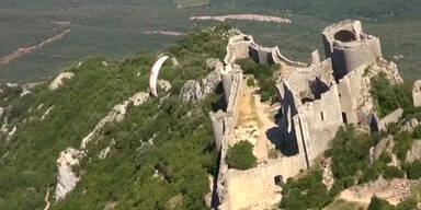 Mit dem Fallschirm über der Festung