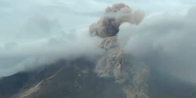 Heftiger Ausbruch des Vulkans Sinabung