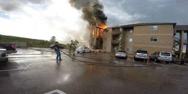 Mann wird Zeuge von heftigem Brand