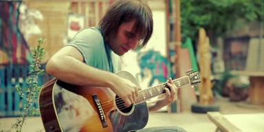 Beat It auf der Akustik-Gitarre