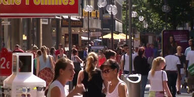 Deutsche sparen wegen Griechen
