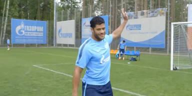 Hulk schießt Goalie ins Tor