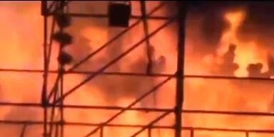 Brand auf Bühne: 200 Schwerverletzte
