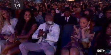Rihanna klebt Box-Supertar Mund zu