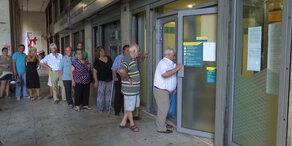 Banken offen, Steuern erhöht