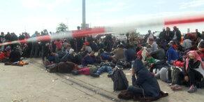 Tausende Flüchtlinge in Nickelsdorf