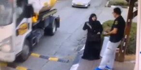 Frau attackiert Polizei mit Messer