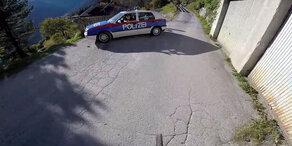 Downhill-Star fetzt der Polizei davon