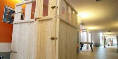 Behinderte Schülerin sollte in Holzverschlag