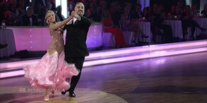 "Georgij Makazaria und Maria Santner tanzen zu ""Valerie"""