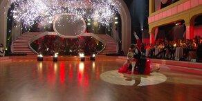 """Verena Scheitz und Florian Gschaider tanzen zu einem """"Carmen Medley"""""""
