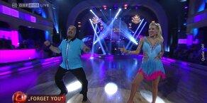 Georgij Makazaria und Maria Santner tanzen Cha-Cha-Cha