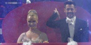 Verena Scheitz und Florian Gschaider tanzen Slowfox