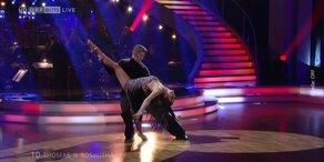 Thomas Morgenstern und Roswitha Wieland tanzen Rumba
