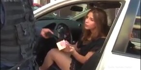 Sexy Lady will Polizei erpressen