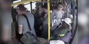 Frauen rächen sich an Perversem im Bus