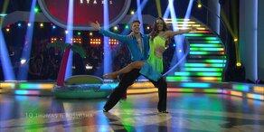 """Thomas Morgenstern und Roswitha Wieland tanzen zu """"La Bamba"""""""