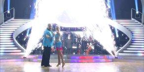 "Georgij Makazaria und Maria Santner tanzen einen Cha-Cha-Cha zu ""Forget You"""