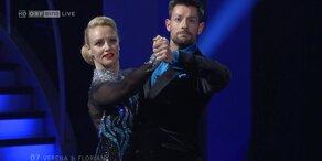"""Verena Scheitz und Florian Gschaider tanzen einen Tango zu """"Epoca"""""""