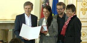 Anna Veith hat Ehrenzeichen erhalten