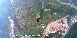 Wingsuit-Flug über Chinesische Mauer