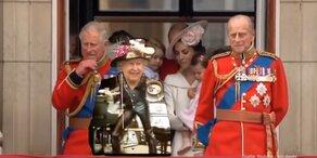 Queen rockt mit Queen dank grünem Outfit