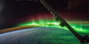 Polarlichter über der Erde